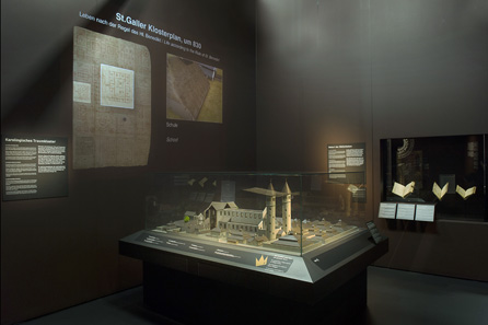 View into the exhibition, in the foreground a nineteenth-century model showing how they imagined at the time the Plan of St Gall being realised in the Middle Ages. Photo: Schweizerisches Nationalmuseum.