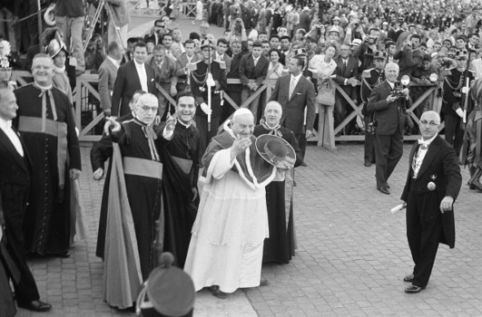 During the Olympic Games in Rome, in 1960, Pope John XXIII blesses the participants. Source: Nationaal Archief Fotocollectie Anefo / http://creativecommons.org/licenses/by-sa/3.0/nl/deed.en