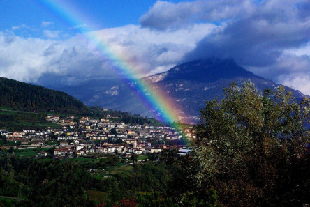 Although the rainbow cups discovered in Brentonico in 1827 were lost, the myth that they were created by rainbows survived. Source: Bürgerblog Brentonico.