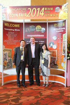 Panda America President Peter Yeung & CEO Kitty Quan greeted many guests to the show, including APMEX CEO Scott Thomas.