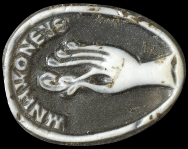 1100: Cameo with hand and Greek inscription. Roman, 3rd- 4th cent. A. D. H 1.5 cm. Tiny chips missing. Estimate: 4,000,- euros. Hammer price: 6,500,- euros.