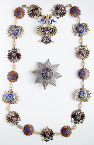 Insignia of the Imperial Order of St. Andrew the Apostle the First-Called, consisting of collar (2nd model 1857-1917, made of seven eagles, six St. Andrew's Crosses and four monogram limbs), jewel (2nd model 1857-1917, made of seven eagles, six St. Andrew's Crosses and four monograms 1856-1917) and breast star (4th model, 2nd execution). All stored in the original awarding casket, slightly worn, gold imprinted. Extremely rare. Condition I-II. Estimate: 750,000 euros.