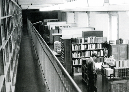 The great treasure vault, around 1975, back then the permanent working place of the academic researchers. From B. Kluge, Das Münzkabinett, 2nd ed., Berlin 2005, p. 28.