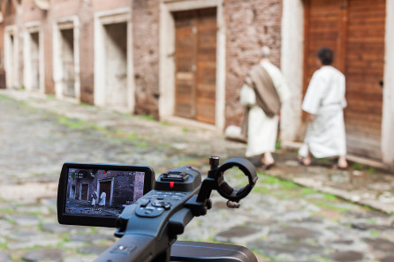 Two two storytellers Gaius and Marcus in the Trajan's Markets during the film shooting. CNR ITABC.
