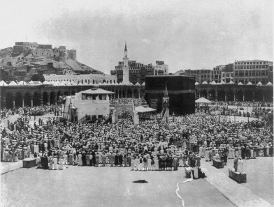Mecca in 1889. In the background on the left the Ajyad Fortress. Source: Wikicommons.