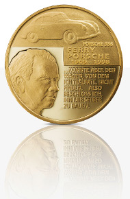 The new Porsche medal in fine gold.