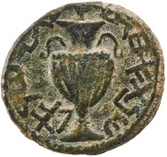 The Second Jewish Rebellion. Bronze coin, minted in Jerusalem, year 1 (AD 132). Obverse: wreath; Paleo-Hebrew: Shimon, Prince of Israel. Reverse: Paleo-Hebrew: year 2 of the deliverance of Jerusalem. © KHM.