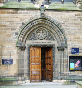 Grand entrance Main door to The Randolph Buildings and the Hunterian Museum within the main building of the University of Glasgow. Photo: Thomas Nugent /https://creativecommons.org/licenses/by-sa/2.0/deed.en