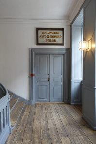 Entrance to the permanent exhibition of the Royal Collection of Coins and Medals - unfortunately, closed. Photo: UK.