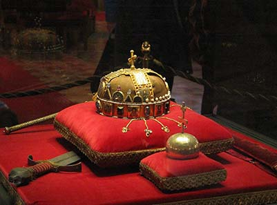 The Crown of St. Stephen with sword and orb. Photo: Wikipedia.