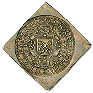 LEYDEN. Emission from July 10th, 1574. Double taler. City coat of arms, cartridge, legend NOVLS - GIPAC (Nummus obsidionalis urbis Lugdunensis sub gubernatione illustrissimi principis Auraici = Emergency coin of the city of Leyden under the rule of the excellent Prince of Orange) / GODT BEHOEDE LEYDEN. Rv. lion striding l., in both paws pole with liberty cap on the top and the date 15-74; legend HAEC LIBERTATIS ERGO (= all for the sake of liberty). From Hess-Divo 300 (2004), 1211.