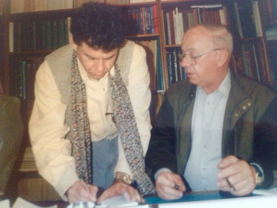 Shraga Qedar (r) loved numismatic cooperation. Here we see him with one of his friends, the well-known David Hendin (l).
