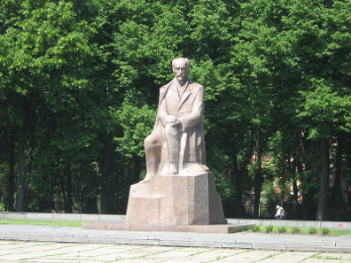 Rainis Monument, Esplanade in Riga. Photograph: Xil / https://creativecommons.org/licenses/by-sa/3.0/deed.en
