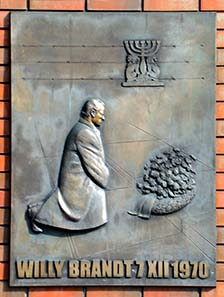 Memorial in honor of Willy Brandt's genuflection in Warsaw. Picture from Wikipedia / Szczebrzeszynski.