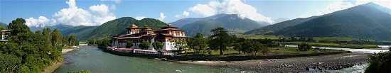 A panoramic view of the Punakha Dzong, the old capital of Bhutan, at the confluence of Pho Chu and Mo Chu rivers. Photograph: sprklg / http://creativecommons.org/licenses/by-sa/2.0/