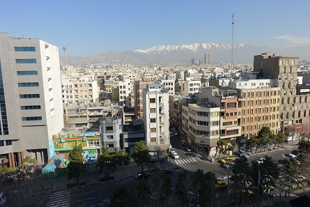 View of the Alborz mountain range. Tehran is already at an altitude of 1,100 m, Mount Damavand, the highest mountain of the Alborz mountain range, at 5,604 m. Photo: KW.