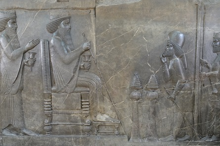 Courtier showing reverence to Persian ruler. Photo: KW.
