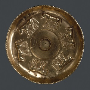 Gold libation bowl decorated with six bulls, Sant' Angelo Muxaro, c.600 BC. © The Trustees of the British Museum.