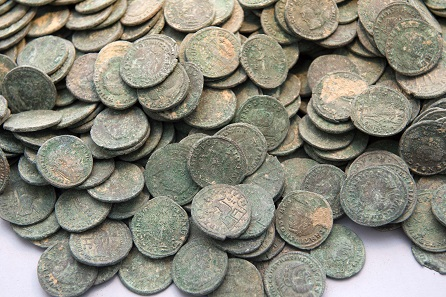 Apparently, the newly-minted coins were packed right away, to be used to pay larger sums of money, perhaps to soldiers. Photograph: © Consejería de Cultura / Junta de Andalucía.