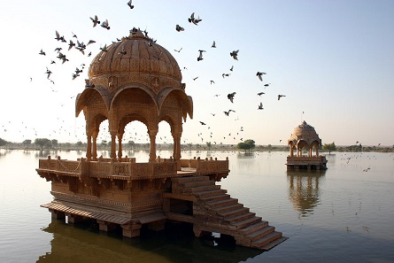 Lake of Amar Sagar in the North-Western part of Jaisalmer in Rajasthan. Photograph: user:Flicka / https://creativecommons.org/licenses/by-sa/3.0/deed.en