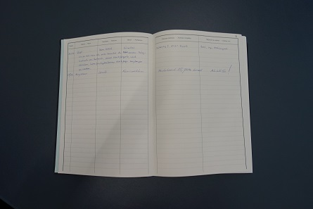 View inside the guestbook of the Zurich Coin Cabinet. Photo: UK.