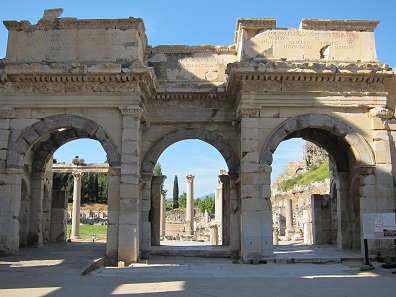 The South Gate of the Agora. Its rebuilding was also financed by Anton Kallinger-Prskawetz and the Austrian Association of the Friends of Ephesus. Foto: KW.
