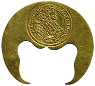 Crescent-shaped Klippe. House of Austria, Leopold I (r. 1658-1705), minted in Klausenburg, 1694. 10 ducats (34.77g). Inv.-No. 807bAlpha, dia. 45.9mm. © KHM-Museumsverband.