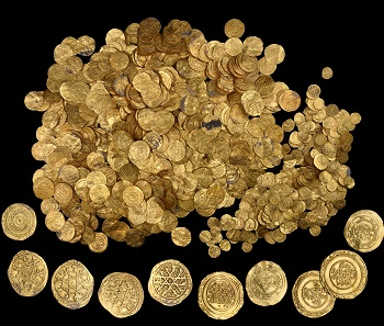Coin Treasure. Gold. Early 11th century, Caesarea. Courtesy of the Israel Antiquities Authority, Jerusalem. (The large coins around the periphery are not in the exhibition.).