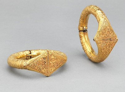 Pair of Bracelets. Egypt or Greater Syria, 11th century. Repoussé gold sheet, wire, and granulation. a: W. 11/4 in. (3.2 cm), Diam. 23/4 in. (7 cm); b: W. 11/4 in. (3.2 cm), Diam. 2 5/8 in. (6.5 cm). The al-Sabah Collection, Dar al-Athar al-Islamiyyah, Kuwait (LNS 7 J ab). Image: © The al-Sabah Collection, Dar al-Athar al-Islamiyyah, Kuwait.