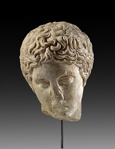 Lot 1: Polykleitan head of a youth. Hadrianic copy of a Greek bronze original dating from the second half of the 5th cent. BC. H 24 cm. From white, crystalline marble. From H.W. Collection, Hamburg. Estimate: 10,000,- euros. Hammer price: 17,000,- euros.
