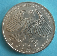 In 1976, a commemorative coin for Grimmelshausen worth DM 5 was issued. Photo: Jobel / CC BY 3.0