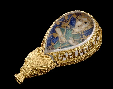 The Alfred Jewel. Gold, enamel and rock crystal, 6.2 x 3.1 x 1.3 cm. Anglo-Saxon, late 9th century. © Ashmolean Museum, University of Oxford.
