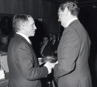 In 1981, the Royal Canadian Mint was the first mint and guest of honor to participate in the 10th Basel coin fair. Albert M. Beck is handing over the traditional present for the guest in this photo. Photo: AMB.