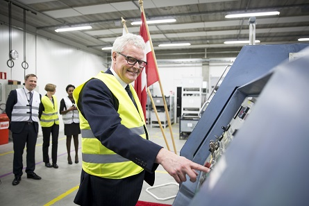 Governor Hugo Frey Jensen, Danmarks Nationalbank, in Vantaa, attending the start of manufacturing in person. Photo: Mint of Finland.