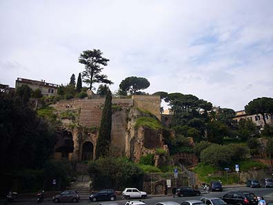 The Tarpeian Rock in Rome. Image: Lalupa / Wikipedia.