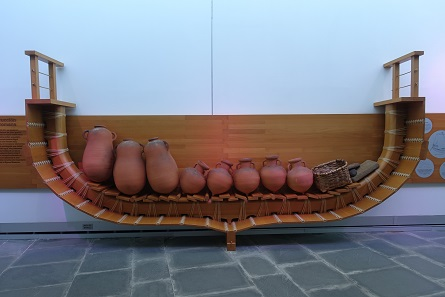 A Carthaginian ship compared to a Greek one. Photo: KW.