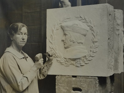 Mary Gillick carving Sir Thomas More for Crosby Hall (1926). Courtesy the Estate of Mary Gillick and Leeds Museums and Galleries (Leeds Art Gallery).