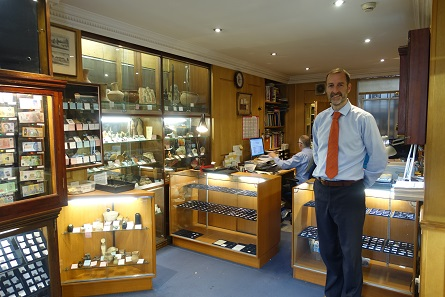 Philip Skingley invites you to visit the shop of the numismatic dealership. Photo: UK.
