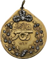 299 / Lot 7197: Medal of Achievement of the Order of Glory. 1831. From the Ottoman Collection. RRRR. II. Estimate: 5,000,- euros. Hammer price: 38,000,- euros.