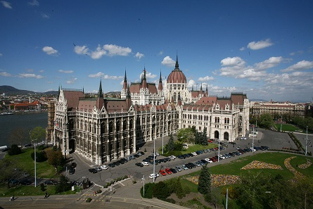 Hungarian Parliament Building, Kossuth Square. Photo: Szász Pál / Wikimedia Commons / CC BY-SA 3.0.