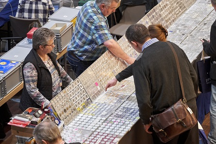 The tables of coin dealers were surrounded by a lot of people, too. Photo: WMF.