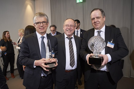 Dr. Peter Huber, Günther Waadt and Dr. Thomas Dress receive the award Coin of the Year for the first time in history. Photo: WMF.