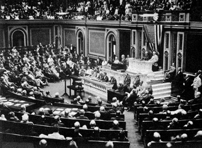On 3 February 1917, US president Woodrow Wilson announced the end of the diplomatic relations with Germany in front of the Congress. Right after that, the USA entered the war.