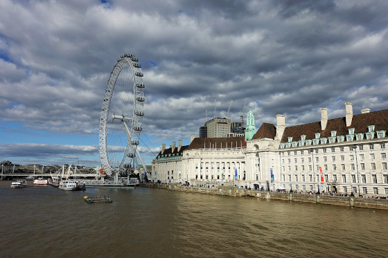 The famous London Eye is located right next to County Hall. Photo: UK.