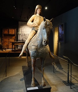Only few expensive wooden sculptures like this one were made anymore. This Saint George dates back to the second half of the 15th century. Photo: KW.