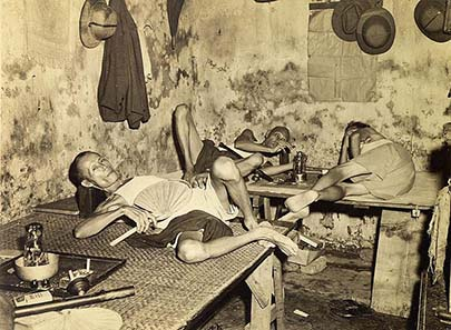 Opium den in Chinatown / Kolkata. Photo taken in 1945. Source: Wikipedia.