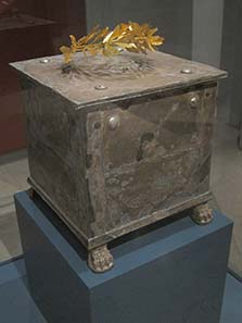 Silver ossuarium with golden laurel wreath. Photograph: KW.