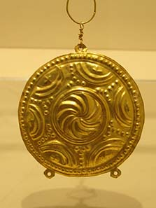 Earring in the shape of a Macedonian shield. Photograph: KW.