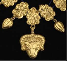 Greek gold necklace (detail). c. 4th century BC. GBP 28,000.