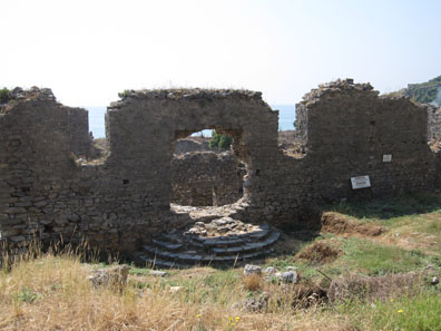 The odeion in old Anemourion. Photo: KW.